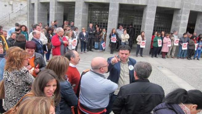 Concentración de funcionarios en la explanada de la Xunta en San Caetano