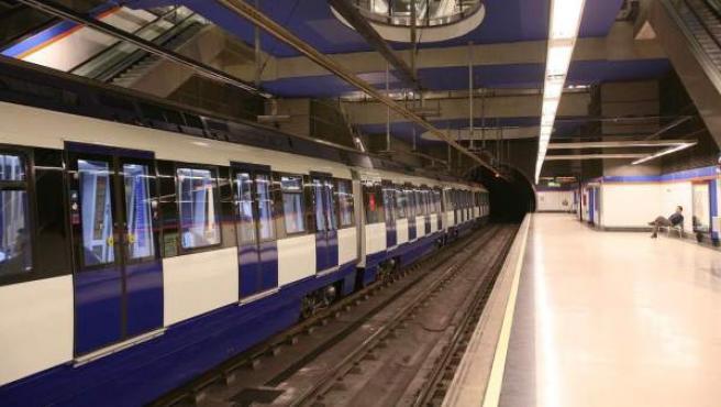 Tren de Metro de Madrid en una de las estaciones de la red.