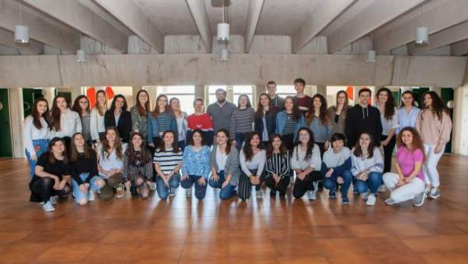 Estudiantes de Maestro de la UPNA con Ángel Jiménez, vicepresidente de CESED
