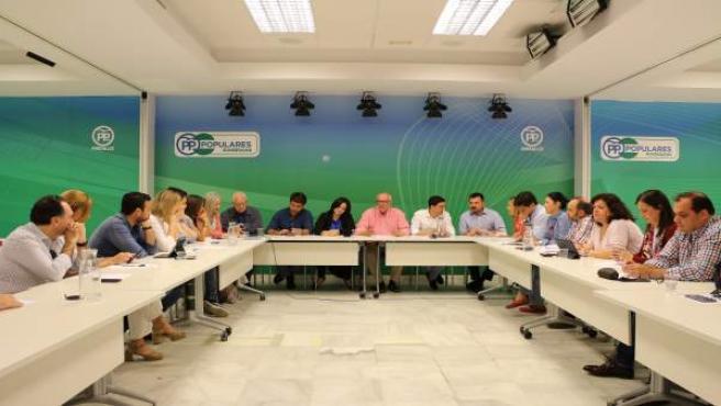 [Sevilla] Np Y Foto. Arenas, Virginia Pérez Y Beltran Perez Presiden Comité Camp
