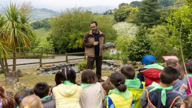 Niños visitan el Karpin