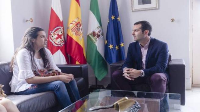 El alcalde recibe a Rosana Vita