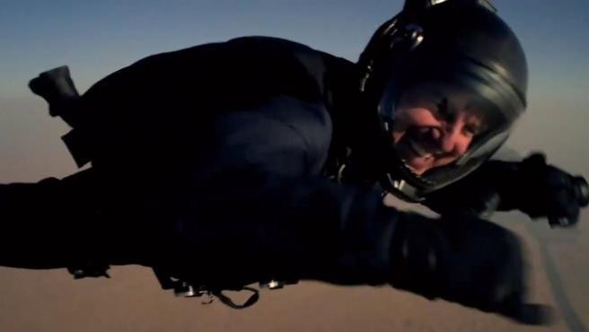 El actor Tom Cruise en un momento del salto 'halo' que realizó para la nueva entrega de 'Misión Imposible'.