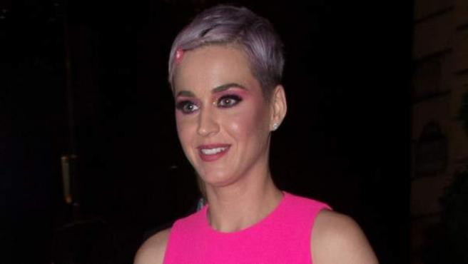 La cantante Katy Perry ha cambiado su color de pelo a violeta y pide que la llamen Teletubby.