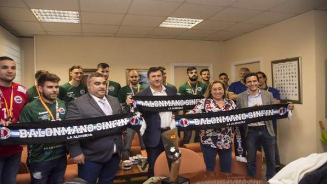 Francisco Fernández Mañanes recibe al balonmano Auto Gomas SInfin