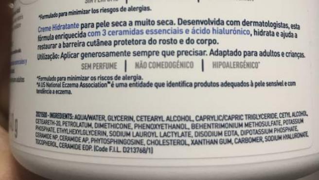 Leer la etiqueta de los productos de cosmética es importante para saber qué componentes incluye la fórmula.