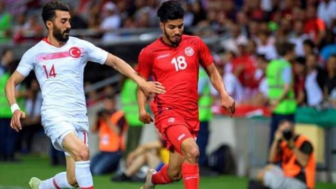 Bassem Srarfi, futbolista de Túnez, en un partido contra Turquía.