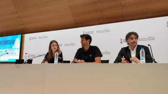 La directora general del Institut Valencià de les Dones, María Such, junto a David Sánchez, promotor del Festival de Les Arts, y el secretario autonómico de la Agència Valenciana del Turisme, Fracesc Colomer, este jueves en València.
