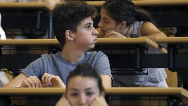 Estudiantes en la prueba de la selectividad.