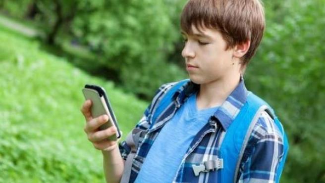 La mayoría de niños tienen su primer teléfono móvil a los diez años.