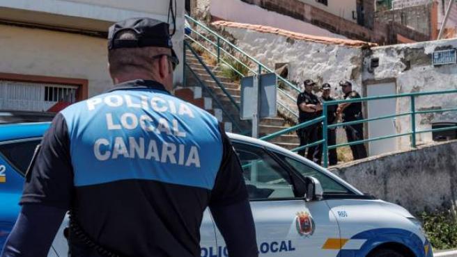 Una mujer, apuñalada previamente, resultó muerta tras una explosión en su vivienda en Las Palmas.