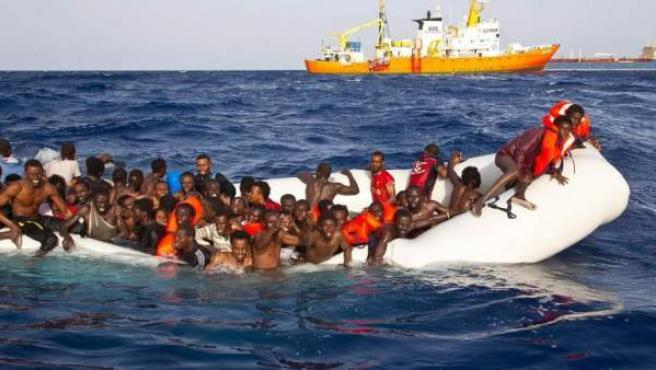 Imagen de archivo de un rescate de inmigrantes en Italia.