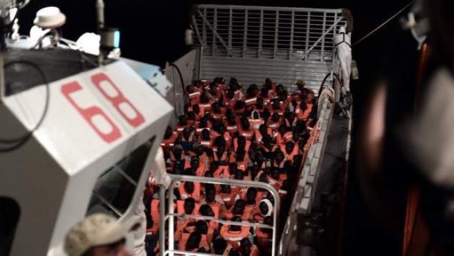 629 inmigrantes a bordo del barco de la ONG Sos Méditerranée.