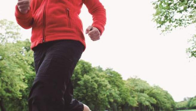 Footing, correr, ejercicio físico, mujer corriendo.