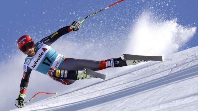 El esquiador estadounidense Bode Miller compite en la prueba de descenso de la Copa del Mundo de Esquí Alpino en Parpan-Lenzerheide (Suiza).