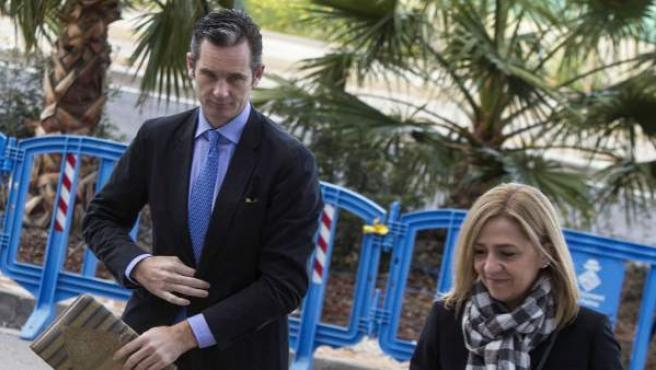 La infanta Cristina, junto a su esposo Iñaki Urdangarin, a su llegada a la Escuela Balear de la Administración Pública (EBAP).