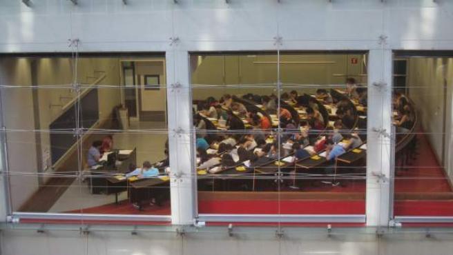 Un examen de Selectividad en la universidad UPF de Barcelona.