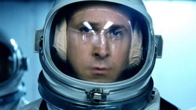 Ryan Gosling caracterizado como Neil Armstrong para la película 'First Man'.