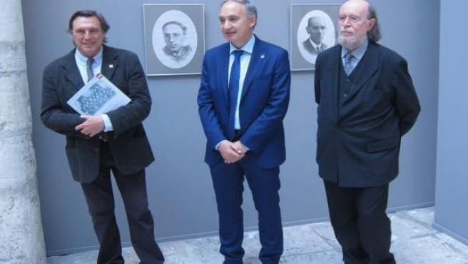 El rector de la UVA flanqueado por Joaquin Díaz (d) y Daniel Villalobos (i) 12-6