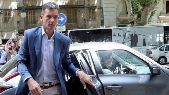 Iñaki Urdangarin a su llegada a la Audiencia de Palma para que el tribunal del caso Nóos le comunique la orden de ingreso en prisión.
