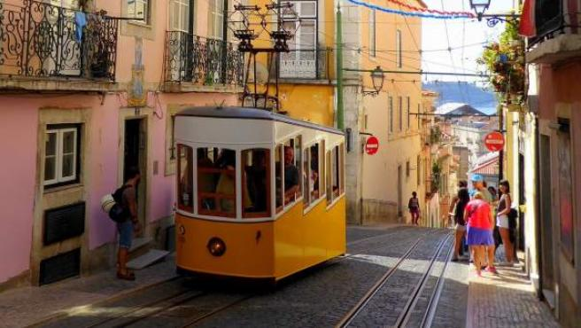 Un tranvía, típico en Lisboa.