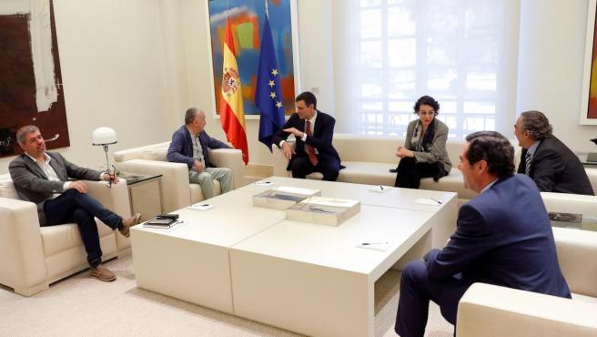 Pedro Sánchez y Magdalena Valerio con representantes de la patronal (CEOE y CEPYME) y sindicatos (UGT y CC OO).