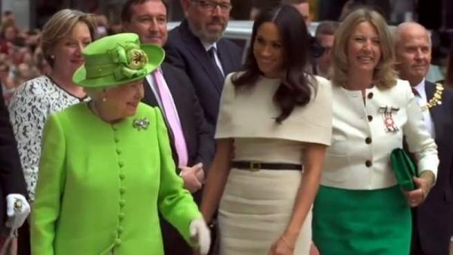 Buena sintonía de Meghan con la reina Isabel II en su primer acto sola.