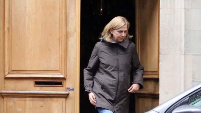 La infanta Cristina sale de una vivienda de Ginebra, Suiza, el pasado 30 de septiembre de 2017.
