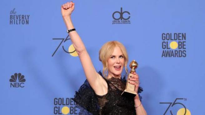 Nicole Kidman recibe el premio a la mejor interpretación por 'Big Little Lies', en la sala de prensa durante la 75ª ceremonia anual de los Globos de Oro.