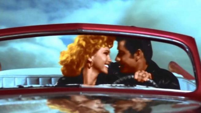 Fotograma del final alternativo de 'Grease', que celebra con un beso inédito su 40 aniversario.