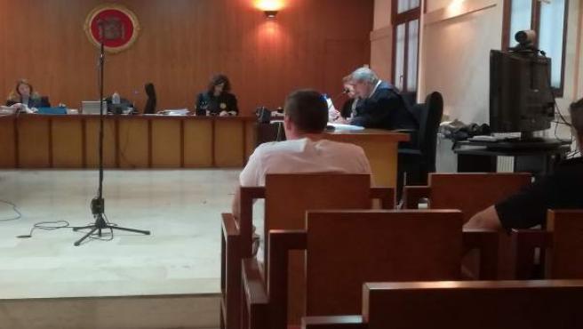 El paciente de esquizofrenia acusado de apuñalar a su madre en el juicio