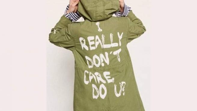 El modelo de la gabardina elegida por Melania Trump en su viaje a Texas.