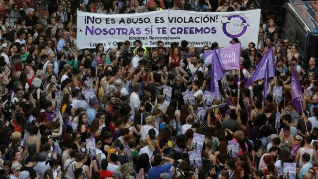 Manifestación en Madrid ante el Ministerio de Justicia, en protesta por la puesta en libertad bajo fianza de los cinco miembros de La Manada.