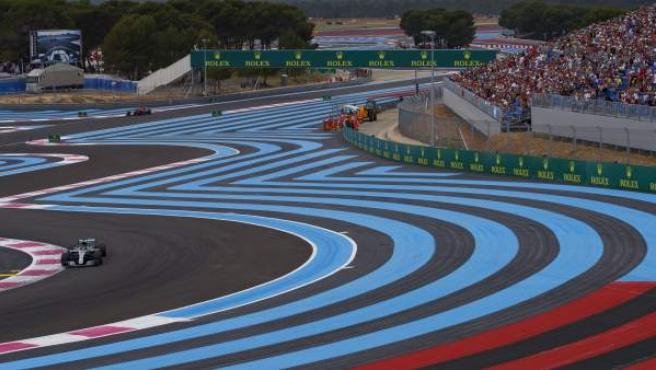 Imagen panorámica de Lewis Hamilton en el GP de Francia de Fórmula 1.