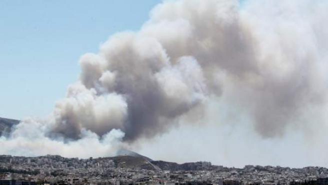 Columna de humo en el Peloponeso.