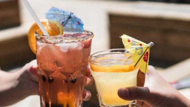 Una bebida fría es mucho más apetecible en verano ya que al tomarla transmite una sensación refrescante.
