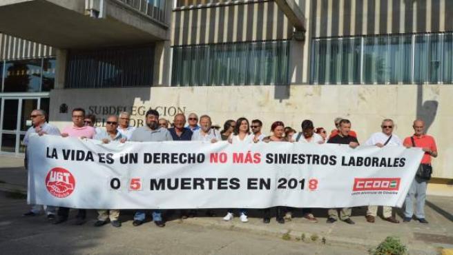 Los sindicatos UGT y CCOO se concentran por el trabajador fallecido en Espiel