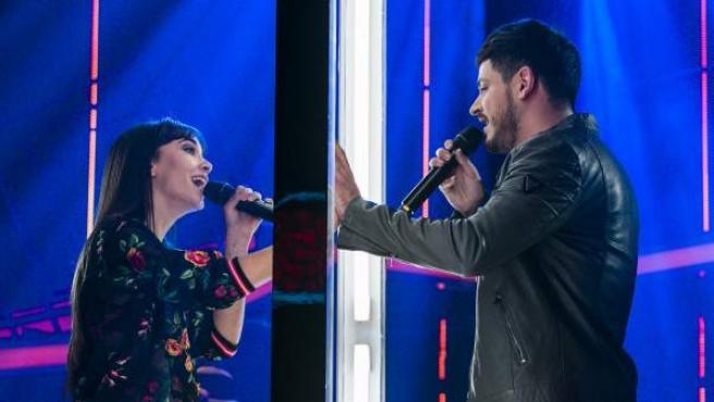 Aitana Ocaña y Luis Cepeda cantan 'No puedo vivir sin ti' en una de las galas de 'Operación Triunfo'.