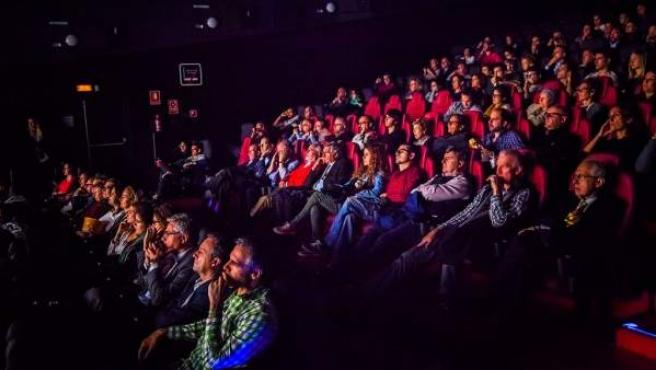 Espectadores en una sala de cine.