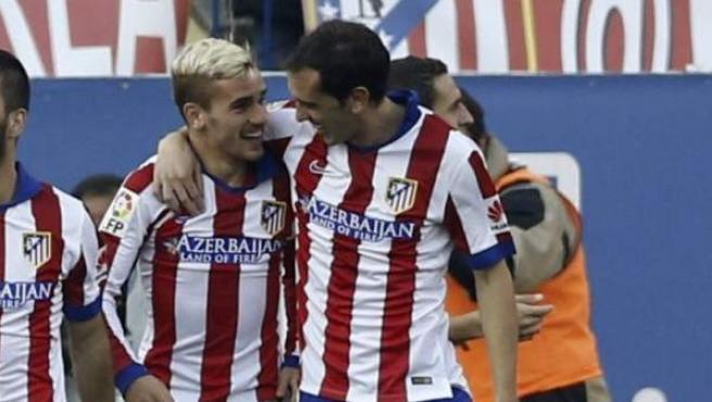 Griezmann y Godín, en una imagen de archivo de un partido del Atlético de Madrid.