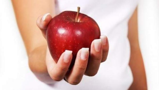 La manzana es uno de los alimentos ricos en espermidina.