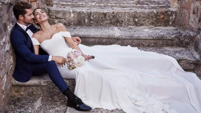 David Bisbal y Rosanna Zanetti posan después de su boda secreta.