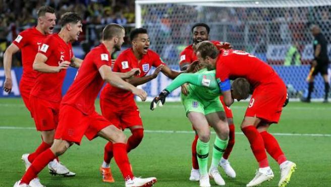 Inglaterra celebra su clasificación para los cuartos del Mundial.