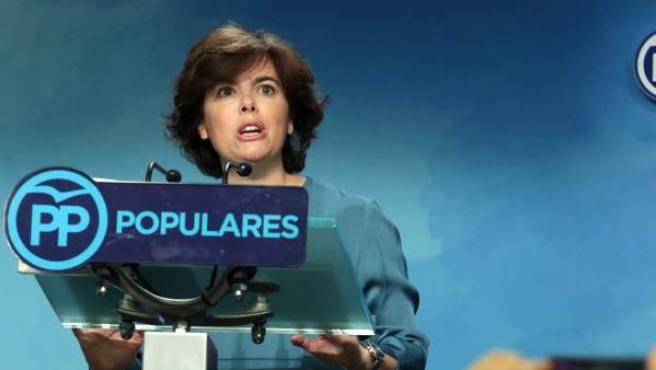Soraya Sáenz de Santamaría, ante la prensa tras ganar la primera vuelta de las primarias del PP.