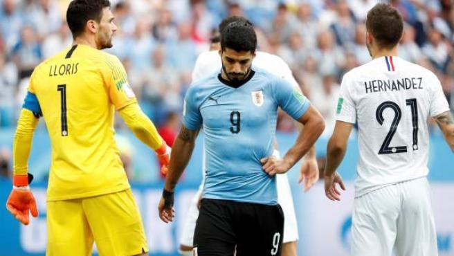 Luis Suárez se lamenta en el partido ante Francia