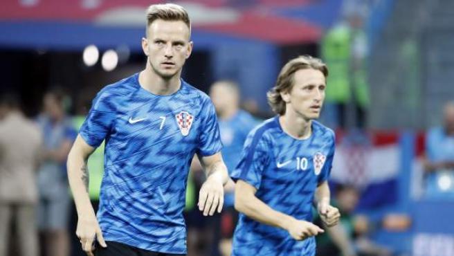 Ivan Rakitic y Luka Modric, durante un calentamiento de Croacia en el Mundial de Rusia