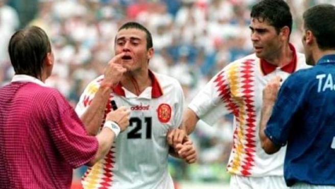 <p>Luis Enrique mostró su enfado con el colegiado y con Tassotti.</p>
