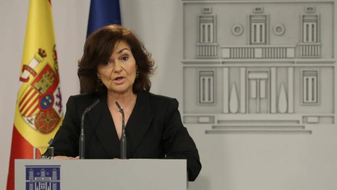 La vicepresidenta del Gobierno, Carmen Calvo, durante la rueda de prensa que ha ofrecido en el Palacio de la Moncloa de Madrid.