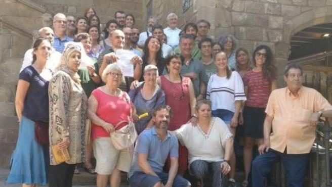 Imagen de las asociaciones firmantes del manifiesto en defensa del Raval.