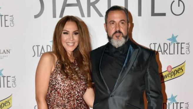 Mónica Naranjo y Óscar Tarruella posan en el Starlite Festival 2017.